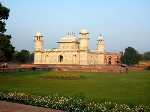 Travel-Beauty-at-Baby-Taj-India